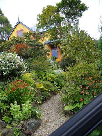 Cosy room in valley garden - Dunedin - Bed & Breakfast
