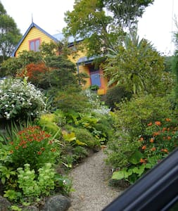 Cosy room in valley garden - Dunedin - Bed & Breakfast