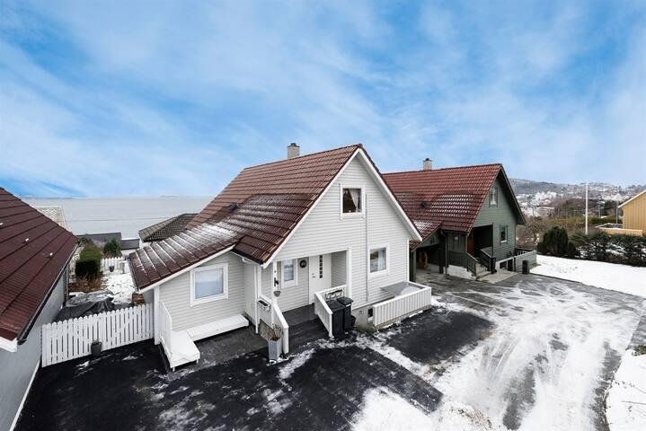 Charming house near Preikestolen and Stavanger - Strand - Ev