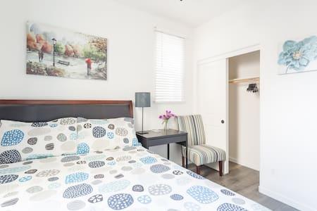 Cozy and Quiet Private Room w/ Bath