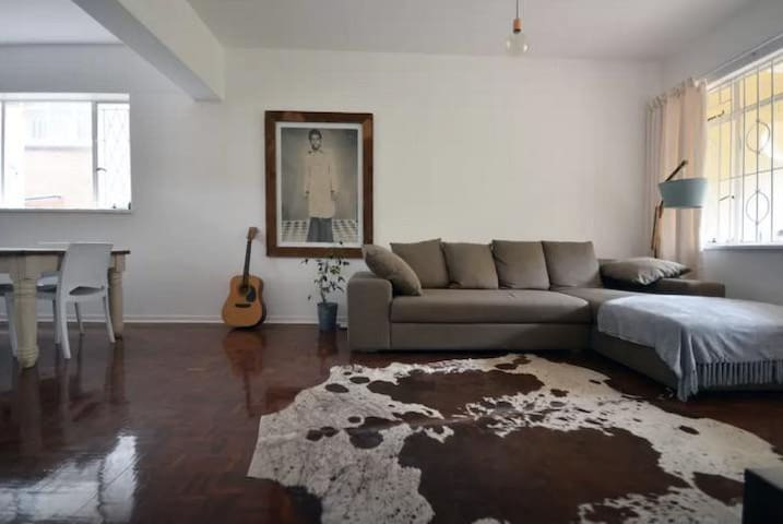 Contemporary central appartement in Rosebank