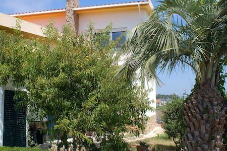 Private room en suite in Peniche Farmhouse - Atouguia da Baleia