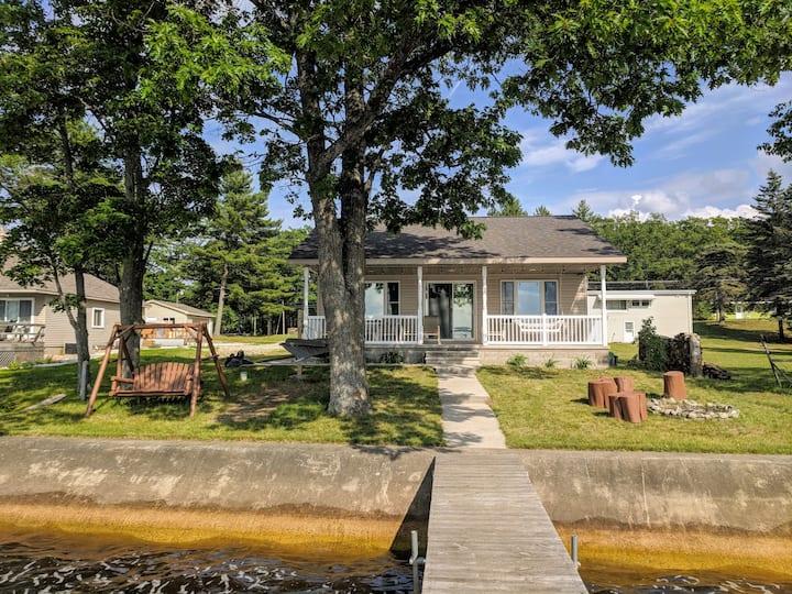 Beautiful Family Cottage on Houghton Lake