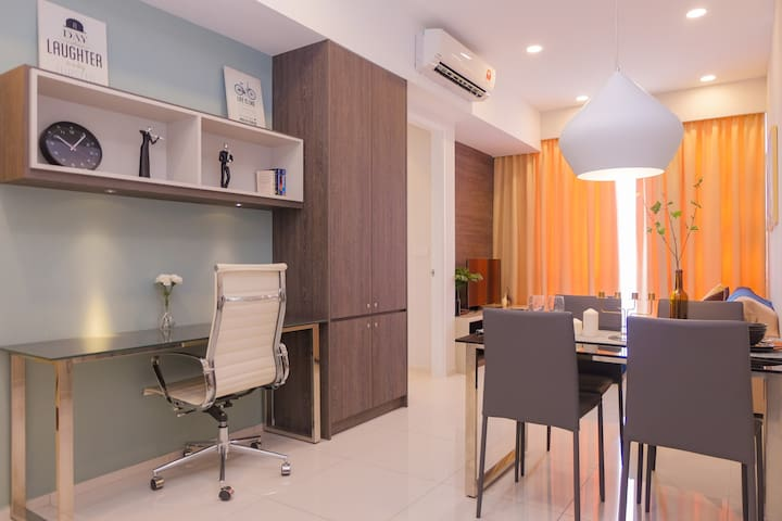 Downtown City Center Modern 1BR Suite near MRT/LRT