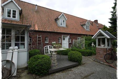 lille weiß feriehus - Drelsdorf - Apartment