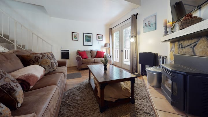 Mammoth View Villas 20-Nice townhome close to the Village