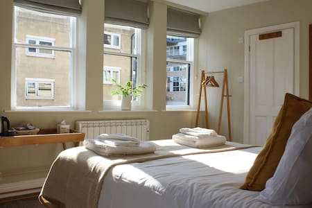 The Griffin Inn Double Room with ensuite bathroom