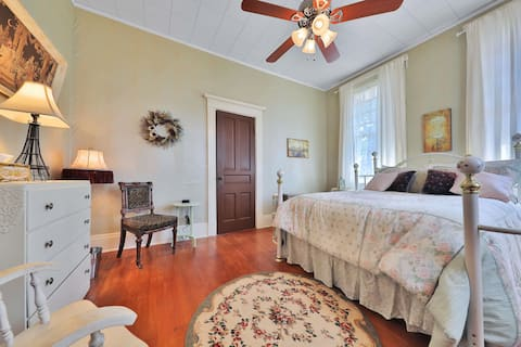 The French Room-The Lancaster Manor Historic B&B