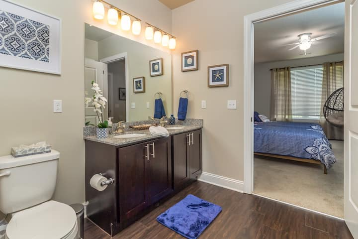 Small, shared room in Oakland
