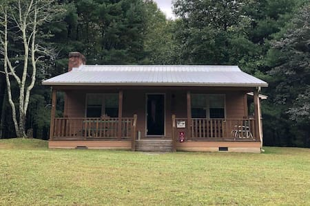 Secluded Cabin, 5 miles from Blue Ridge Parkway