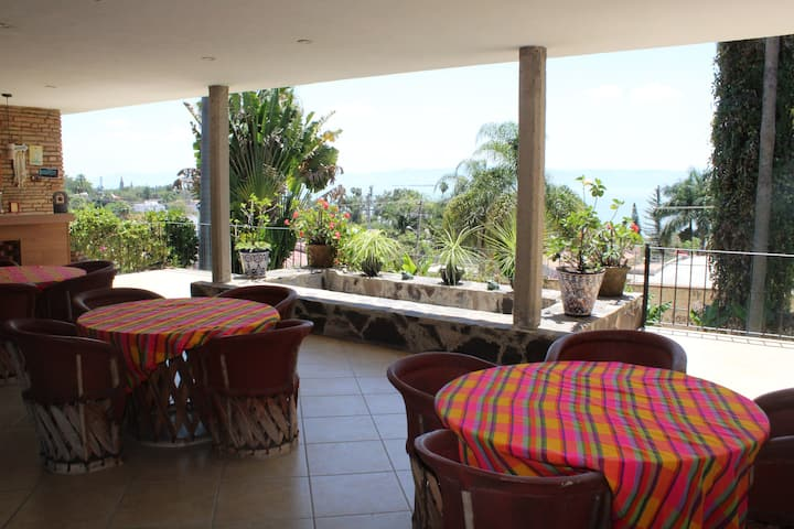 Great Terrace, 4 bedroom house with lake views