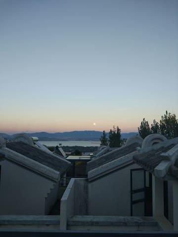 精致的独栋度假小别墅,背靠苍山,面朝洱海 - Dali - Hus