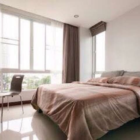 Sleep 5 , BKK house Ekkamai 12 nearThonglor 10 *