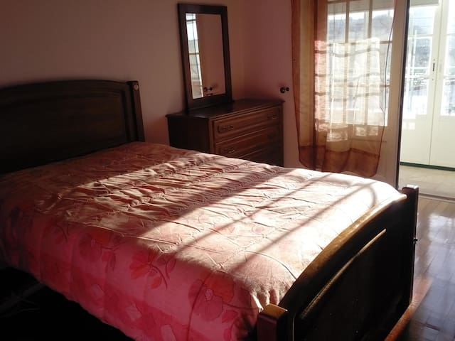 Room in Mafra in the center and near Ericeira - Pedrogos - Huis