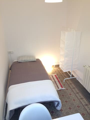 Single room in quiet central apartment Pl. Espanya - Barcelona - Apto. en complejo residencial
