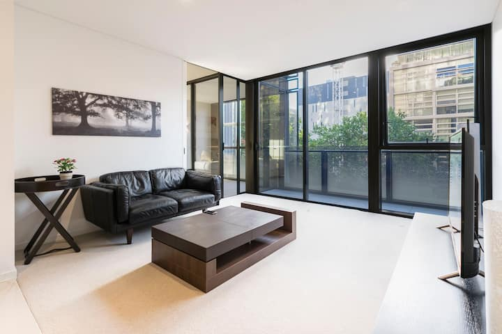 Luxurious 2 bedrooms apartment in North Sydney