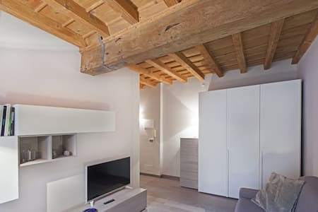 NICE NEW APARTMENT IN THE HEART OF OLD CITY. - Cuneo - Flat