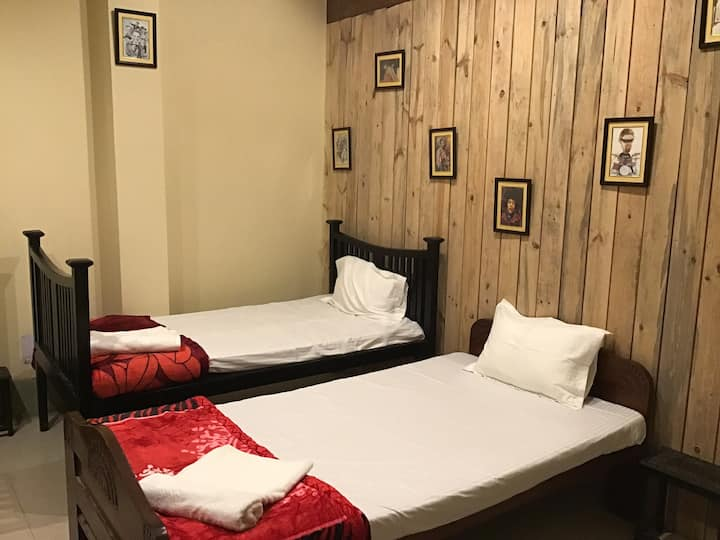 PRANIK 6  COSY STAY NEAR RAILWAY STATION WIFI BKF