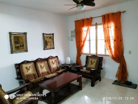2 Storey Townhouse w/ WIFI near Airport