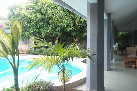 AC, Pool, Private Bathroom, Terrace, Pick up - Cotonou - Huis