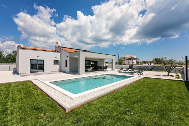 Modern villa Martini with pool