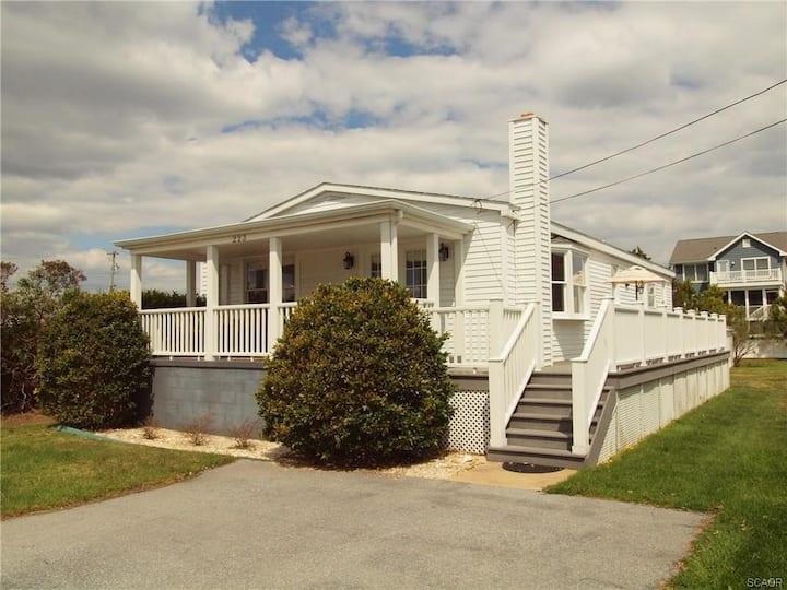 3rd Street Oceanside Cottage