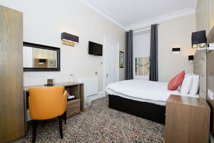 Double Rooms in Glasgow's vibrant West End