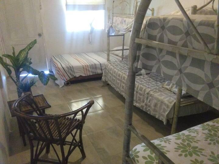 Habitación Quintuple 5 en Naylamp H&R, Las Pocitas