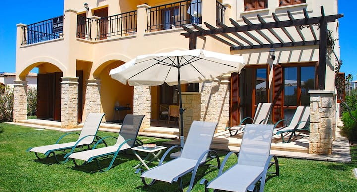 Charming Apartment Prometheus with private garden