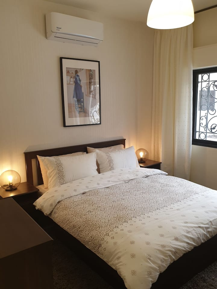 Modern bright 1BR Apartment (102)
