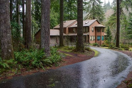 Clearwater Lodge-on Salmon River-Hot Tub-Wifi - Mount Hood Village - Maison