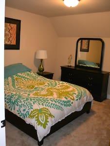 Homey Suburban Room - Lafayette - 独立屋