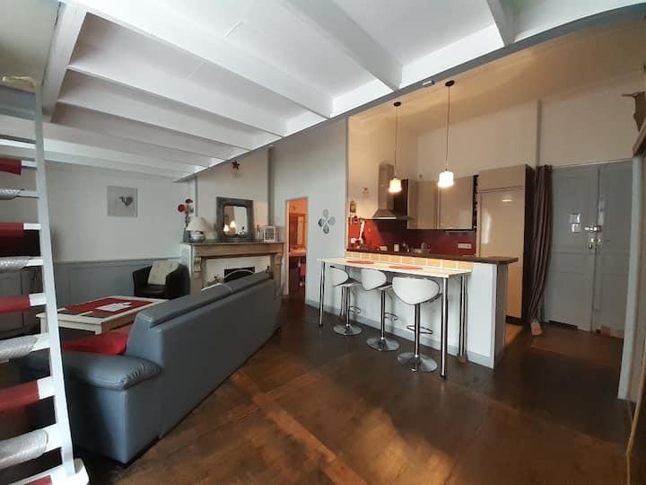 joli studio pour 2, en mezzanine, centre St Girons