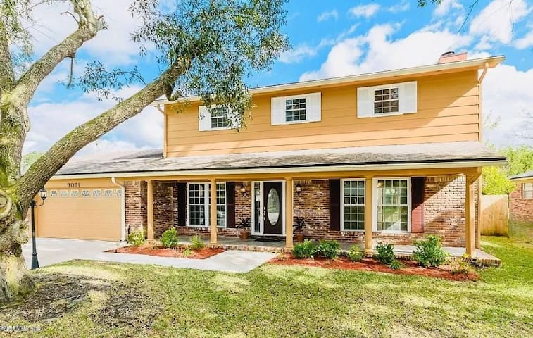 Large Home W/ Private Pool In Prime FL Location