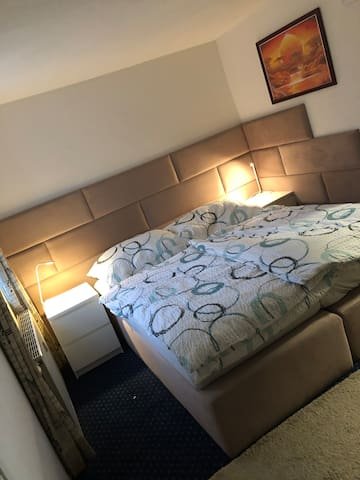 Doppel- oder Zweibettzimmer  Je nach Wunsch verstellbar:)
