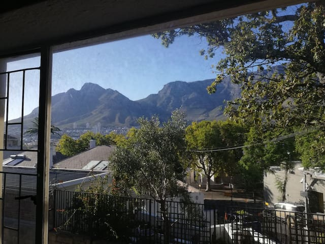 Perfectly situated 2 bedroom Cape Town apartment