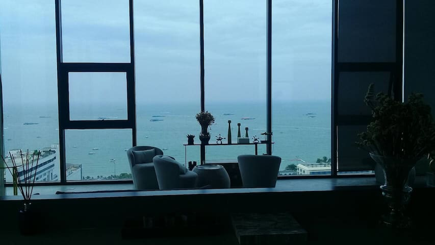 Base Condo Central Pattaya 1 bedroom Sea View Pool