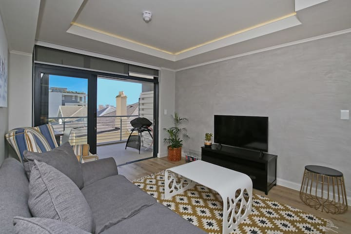 Spacious, brand new 1 bed apt in trendy Sea Point