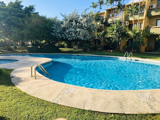 1 Bdrm and ensuite Bthrm with AC, WiFi Tv, Pool
