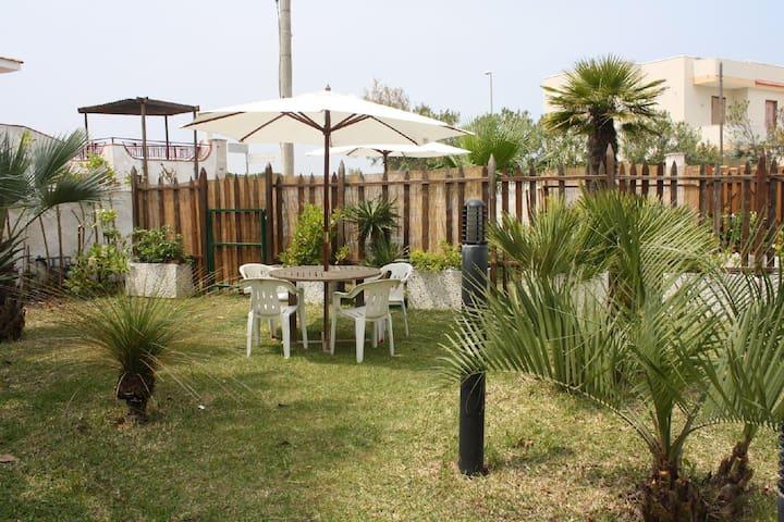 Appartamento con giardino a 50 metri dal mare