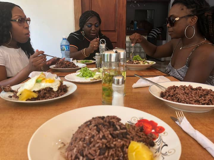 Tasting an authentic creole lunch