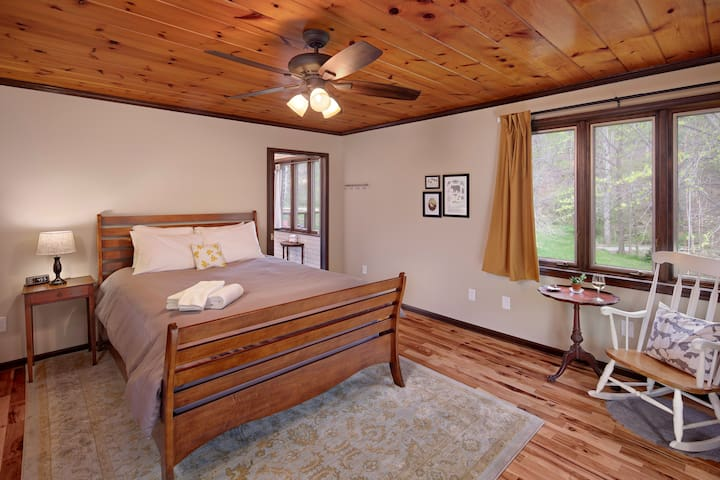 Ridgeside B&B: Sycamore - mountain retreat