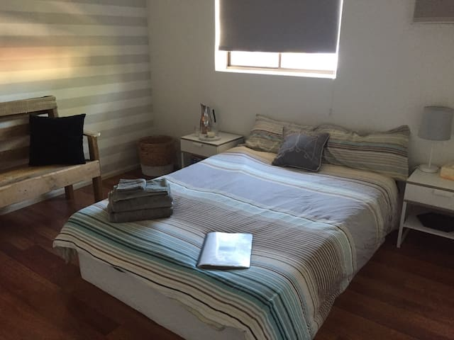 Private Room in Modern Townhouse - Alice Springs