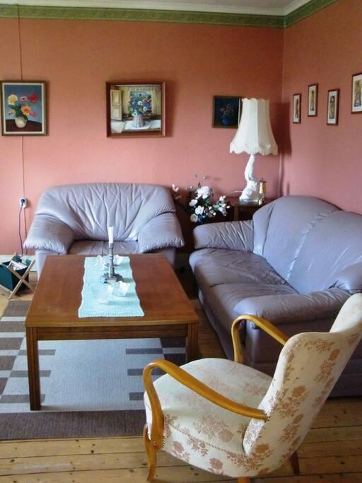 Vardagsrummet har numera en bäddsoffa för två personer