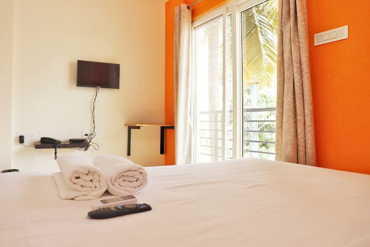 Hotel Mapletree Inn - A/c Guest House
