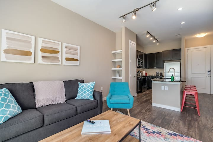 Upscale 1-Bedroom in Uptown - Business Ready