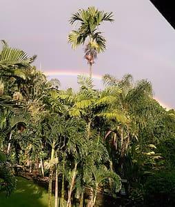 Hawaiian Paradise Park Hideaway