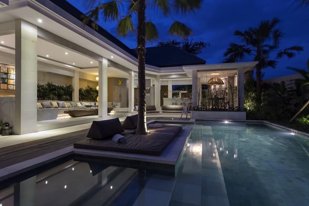 Villa Mana sun lounge & pool