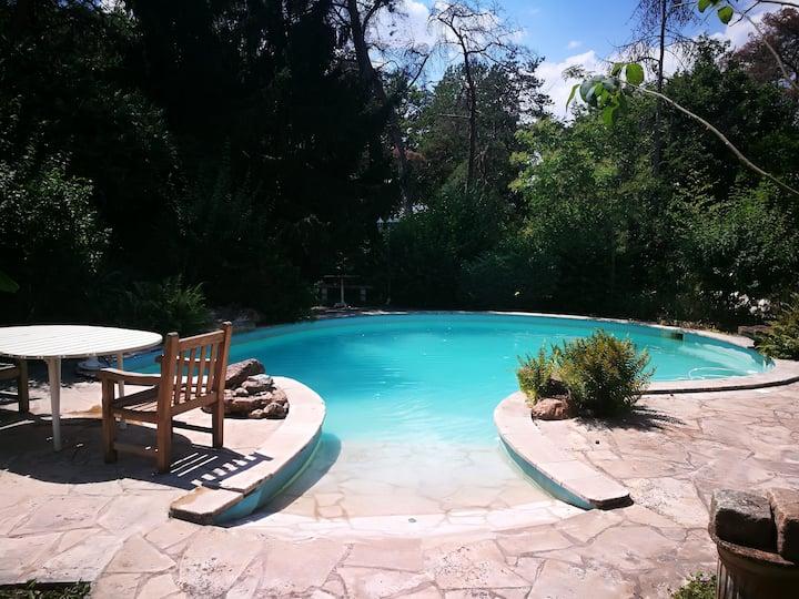 Maison familiale pleine de charme avec piscine