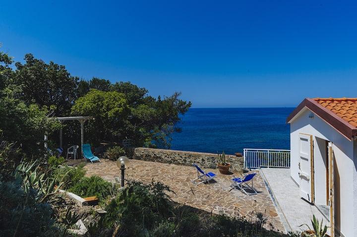 Casa Le Forbici. Private access to the sea